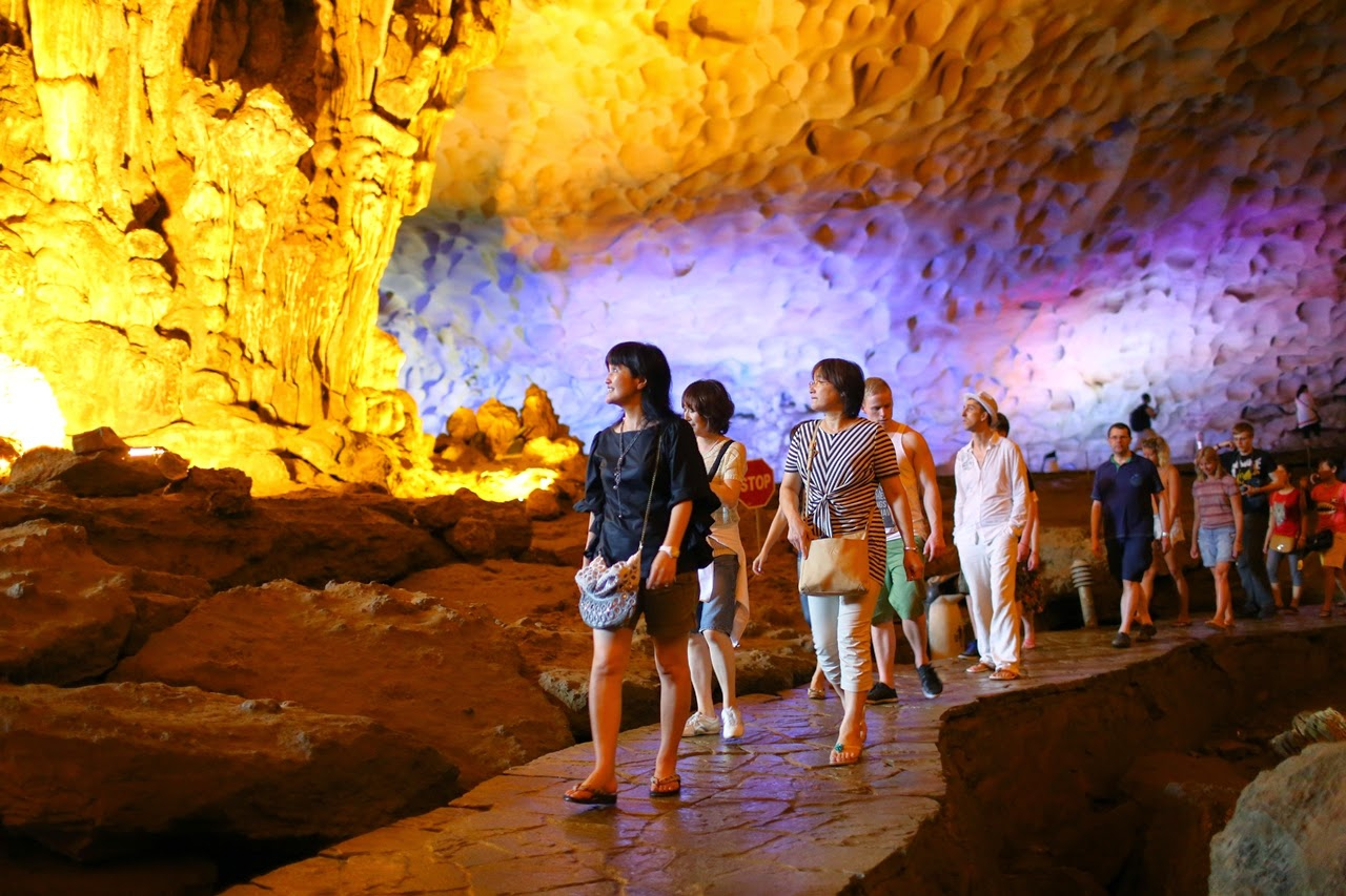 Option 1: Visit Thien Cung cave