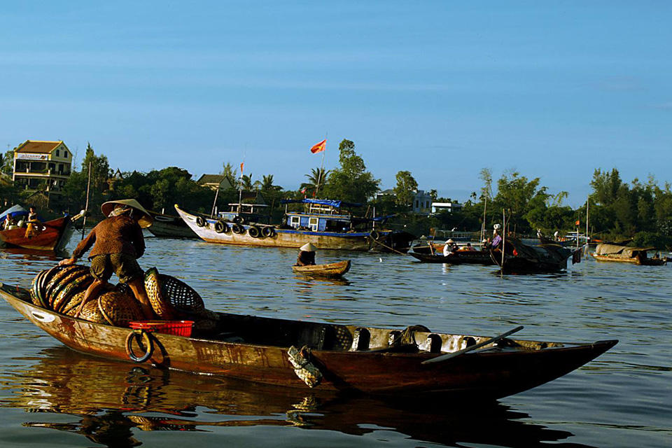 960-cruising-on-mekong-river