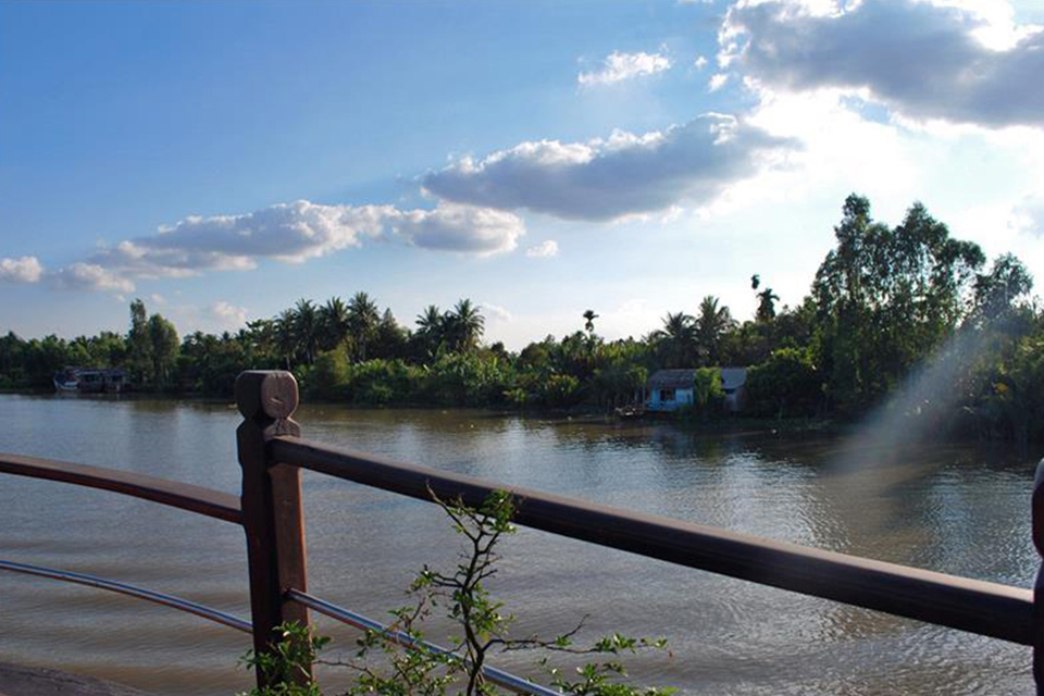 le-cochinchine-cruise-mekong-river-view-from-ship
