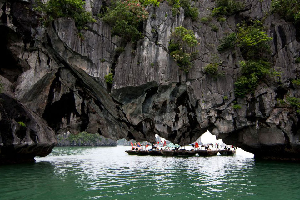 halong-swan-cruise-3-days-2-nights-1