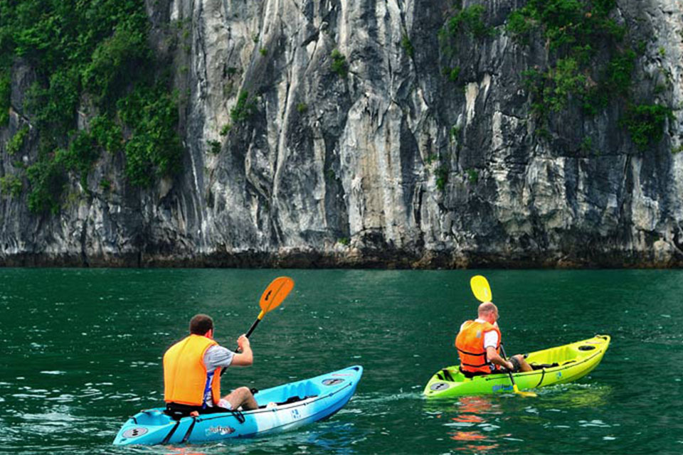 kayaking-halong-swan-cruise-3-days-2-nights-3