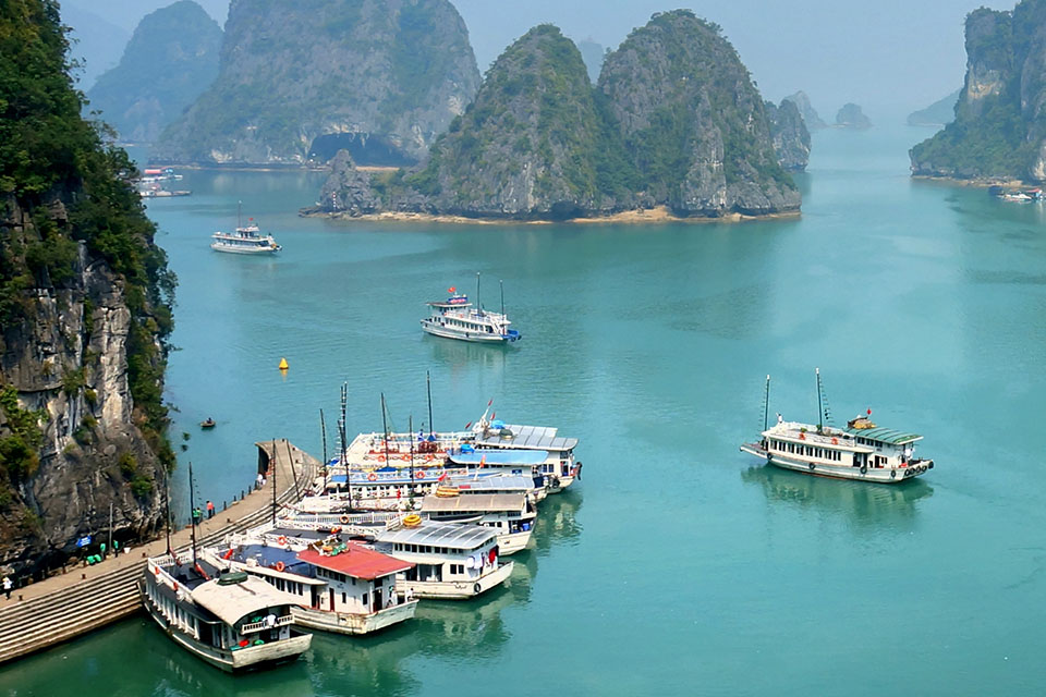 halong-luxury-day-trip-sung-sot-cave-3