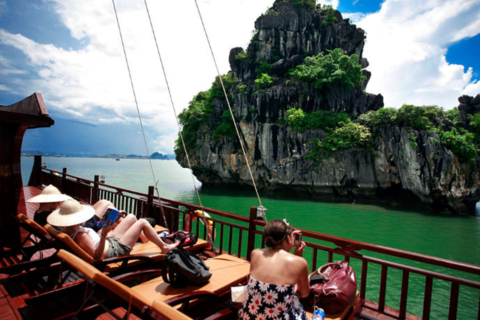 sun-deck-halong-imperial-legend-cruise-2-days-1-night-1