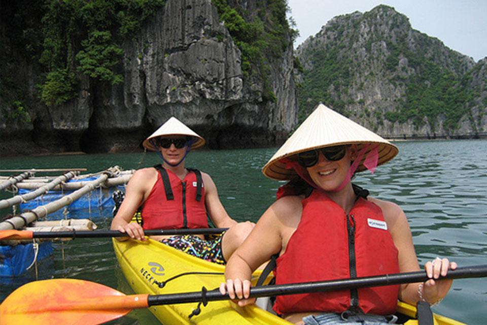 kayakking-on-royal-palace-cruise-2-days-1-night-3