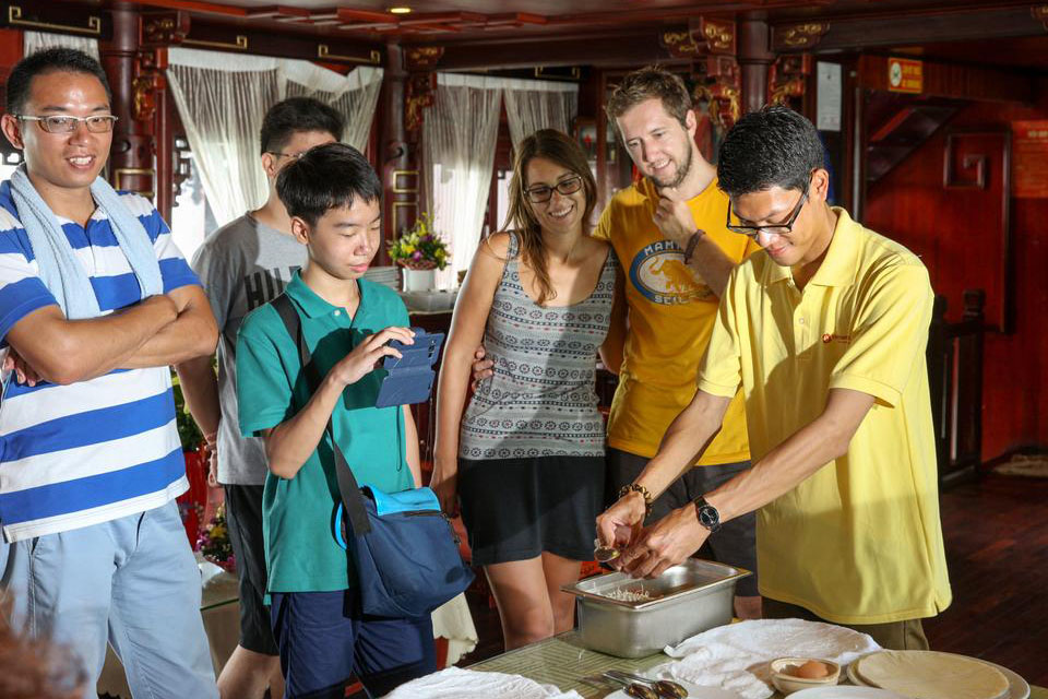 cooking-halong-class-halong-silversea-palace-cruise-2-days-1-night-2