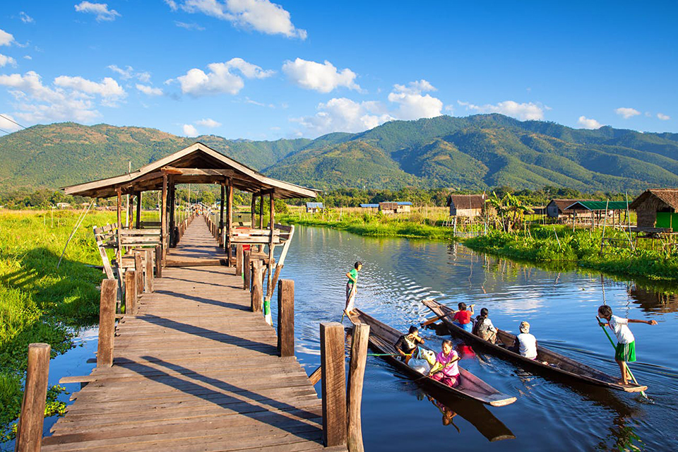 960-inle-lake-hill-view