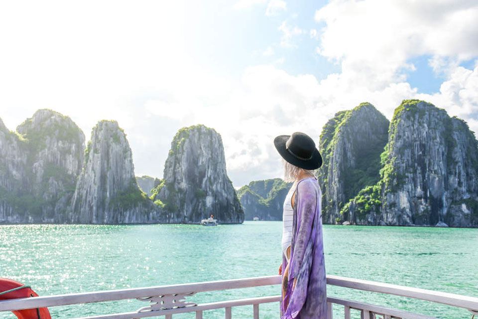 sunset-from-sundeck-Halong-luxury-day-trip-sung-sot-cave-2