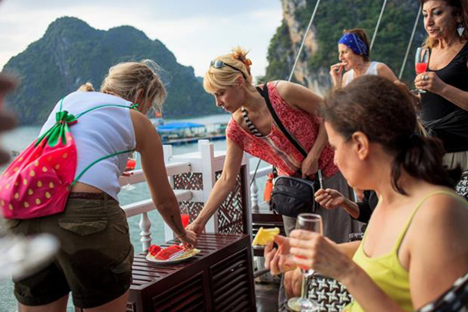 halong-imperial-legend-cruise-2-days-1-night-3