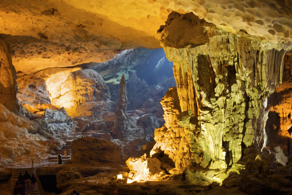visiting-cave-halong-luxury-day-trip-sung-sot-cave-4