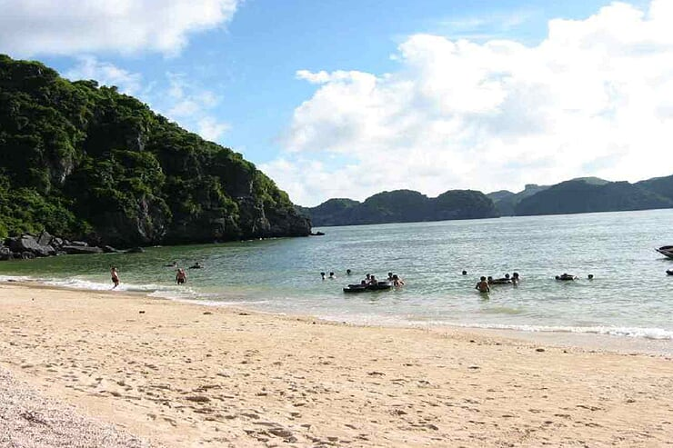 ba-trai-dao-beach