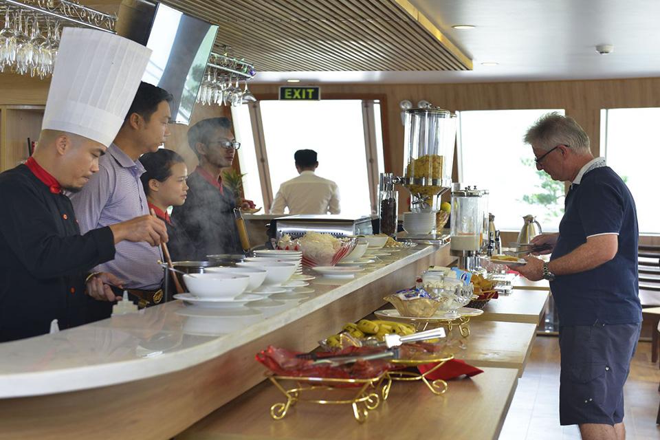 breakfast-buffet-in-restaurant