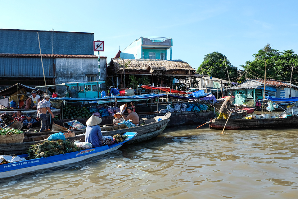 cai-rang-floating-market-1