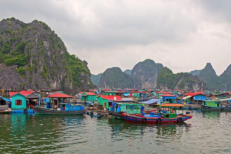 cua-van-floating-village