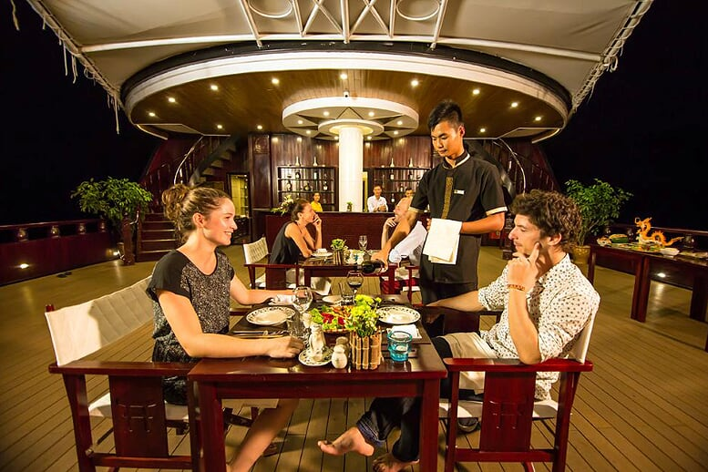 dinning-room-dragon-legend-cruise-3-days-2-nights