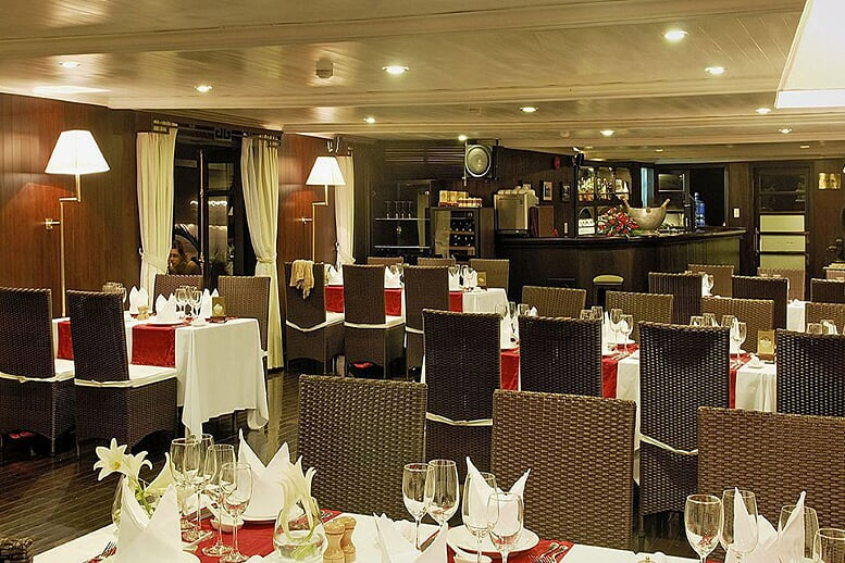 dinning-room-bhaya-classic-cruise-3-days-2-nights