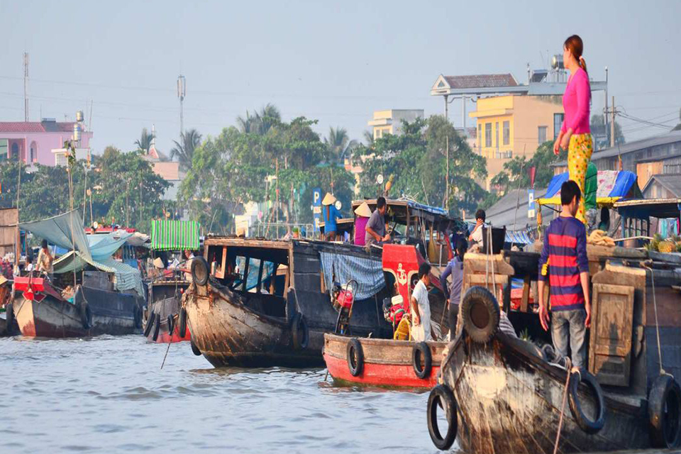 960-early-morning-of-the-cai-be-floating-market