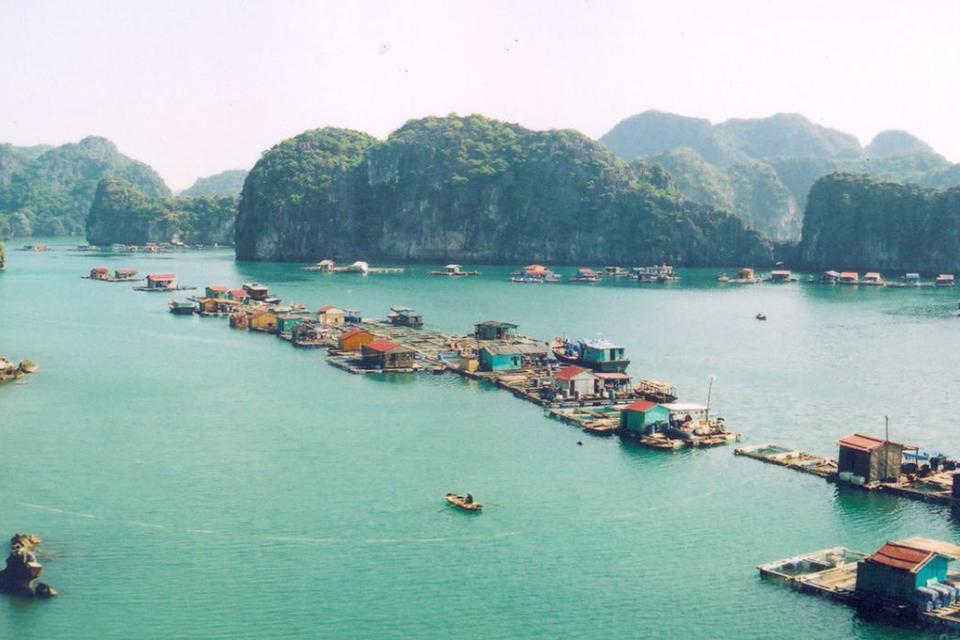 960-floating-fishing-village