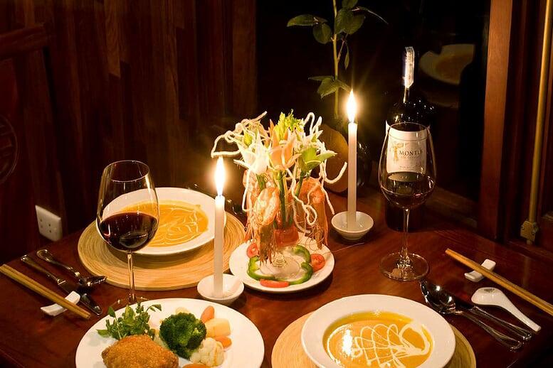 food-restaurant-valentine-cruise-3-days-2-nights