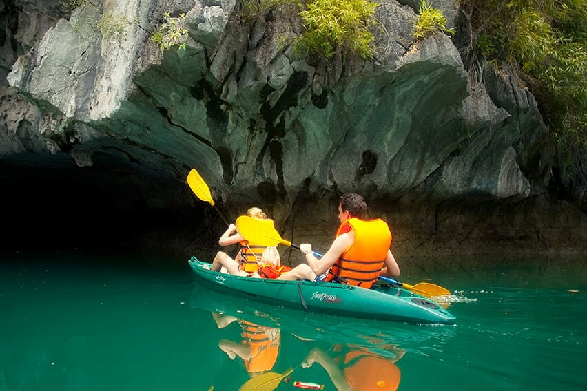 kayaking-petit-white-dolphin-cruise