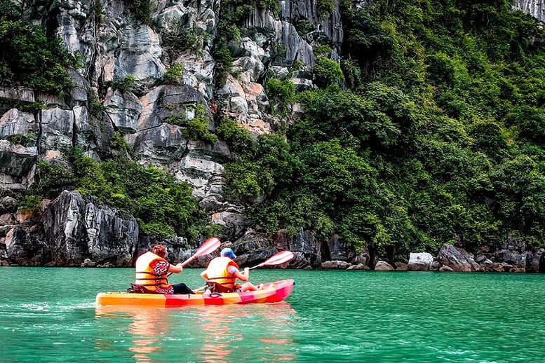 kayaking-signature-royal-cruise-2-days-1-night-4