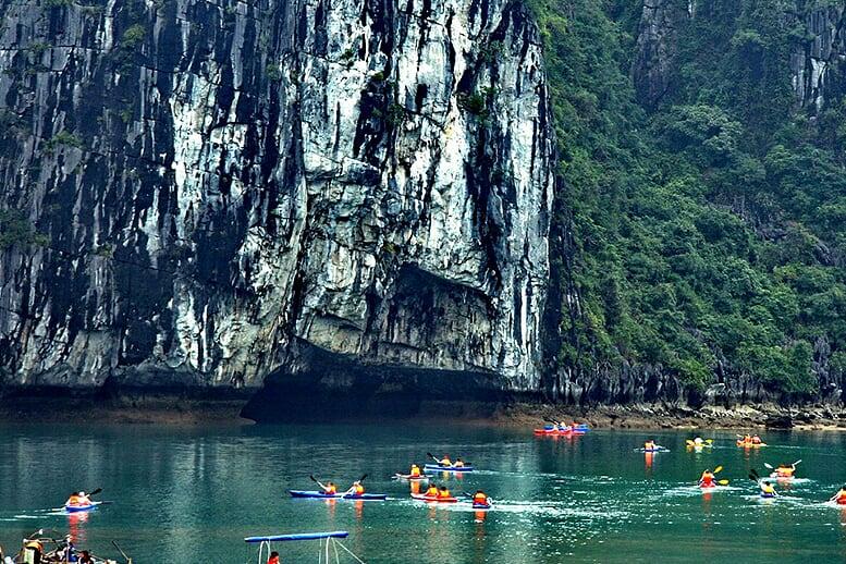 kayaking-indochina-sails-2-days-1-night-4