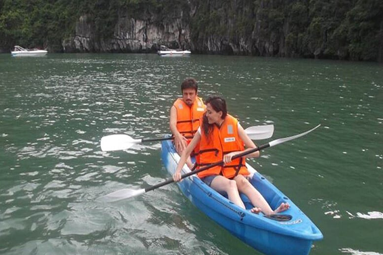 kayaking-huong-hai-sealife-cruise-2-days-1-night-5