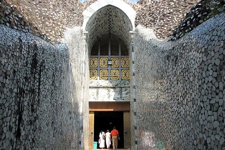 mahe-pasana-cave-yangon-bagan-pindaya-inle-6-days