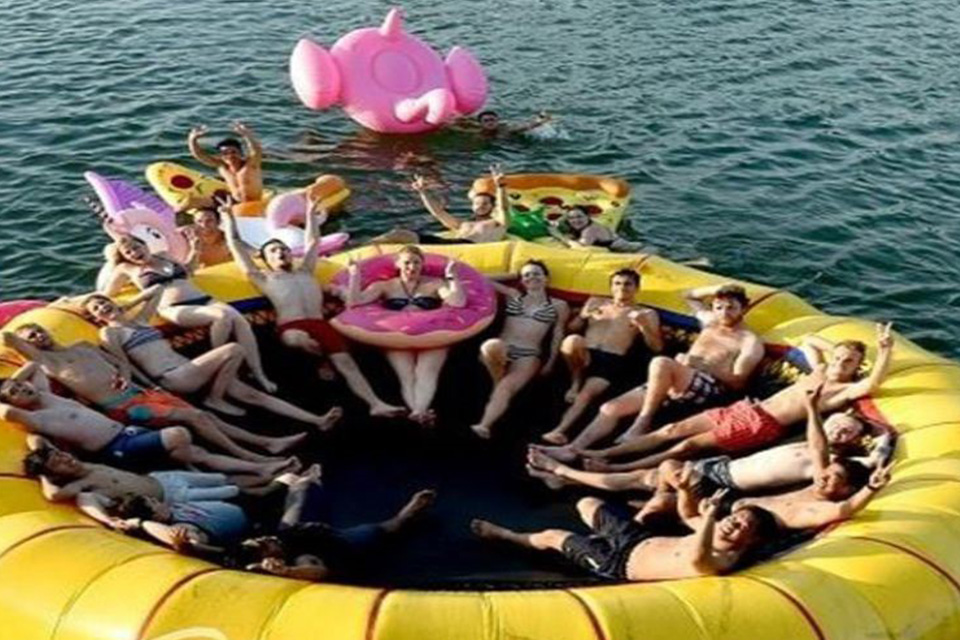 oasis-bay-party-cruise-luxury-boat-activities-2