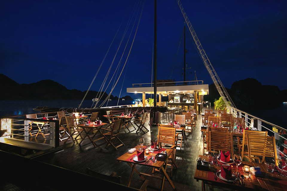960-perla-dawn-sails-outsite-restaurant