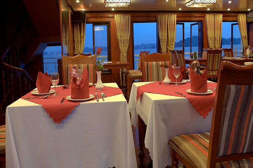 restaurant-grayline-cruise-3-days-2-nights