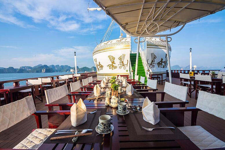 restaurant-dragon-legend-cruise-3-days-2-nights