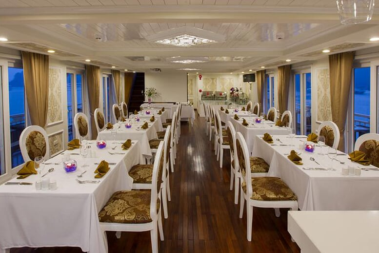 restaurant-signature-royal-cruise-2-days-1-night