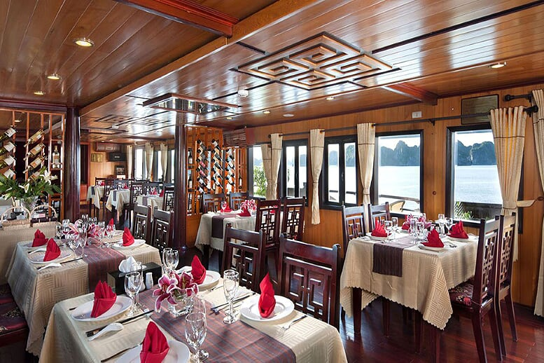 restaurant-pelican-cruise-2-days-1-night-5
