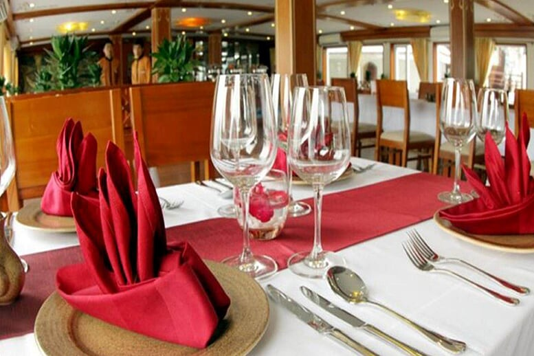 restaurant-huong-hai-sealife-cruise-3-days-2-nights-2