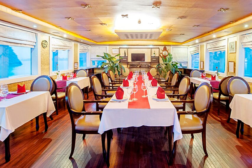 restaurant-white-dolphin-cruise-2-days-1-night