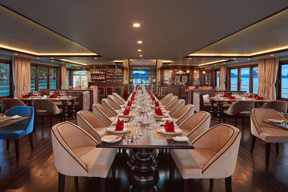 restaurant-on-athena-cruise