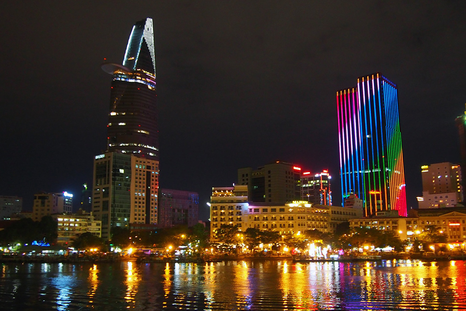 960-saigon-at-night