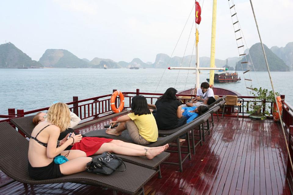 sundeck-legendary-halong-cat-ba-island -3-days-2-nights-6