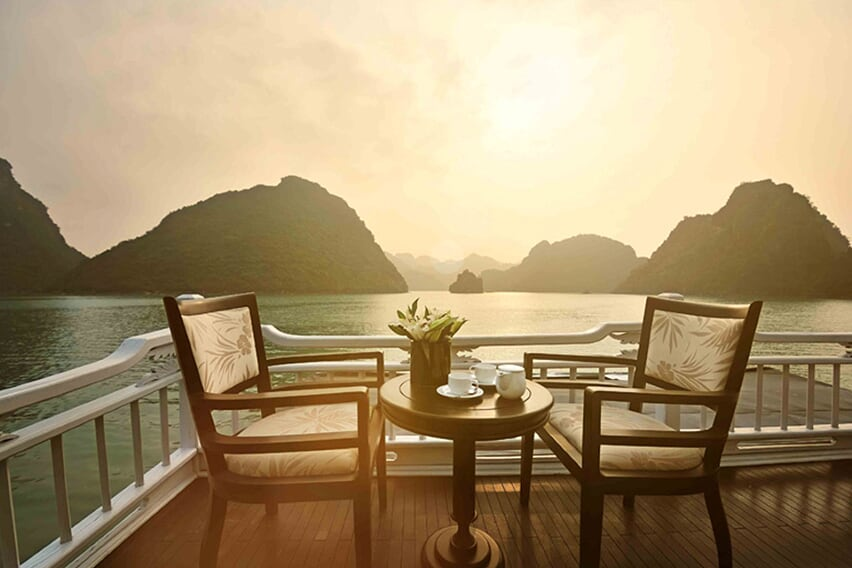 sundek-petit-white-dolphin-cruise-3-days-2-nights