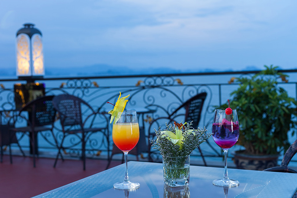960-sunset-cocktails-ancora-cruises