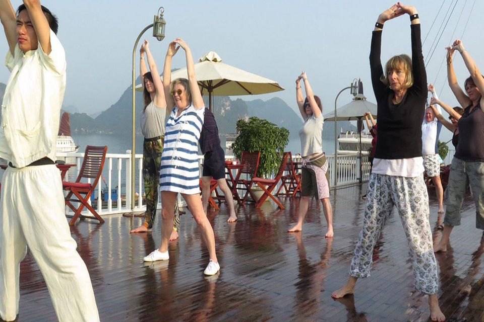 tai-chi-halong-silversea-palace-cruise-2-days-1-night-5