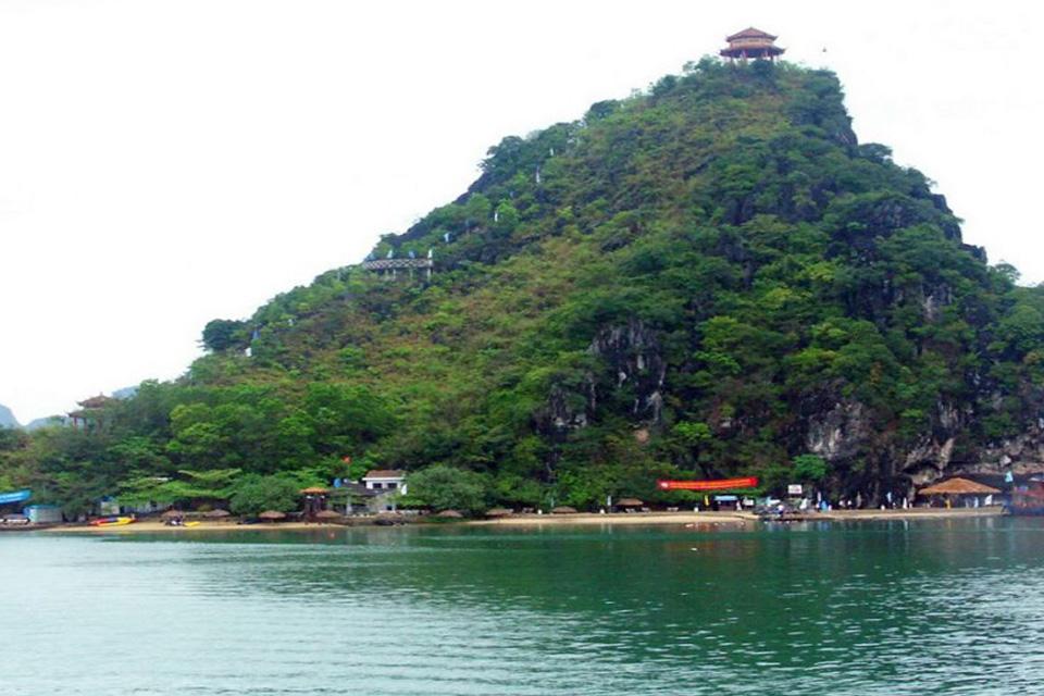 960-titop-beach-halong