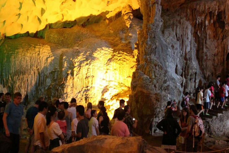 visiting-sung-sot-cave
