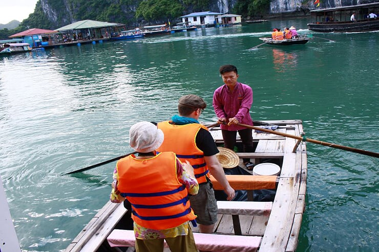 visiting-vung-vieng-village-with-bamboo-boat