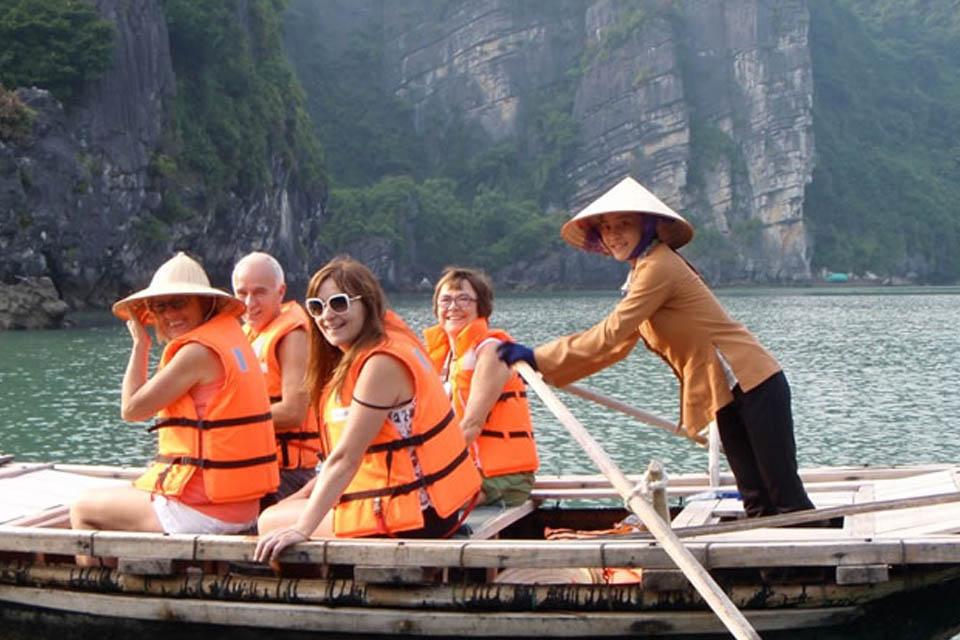 bamboo-boat-to-dark-bright-cave
