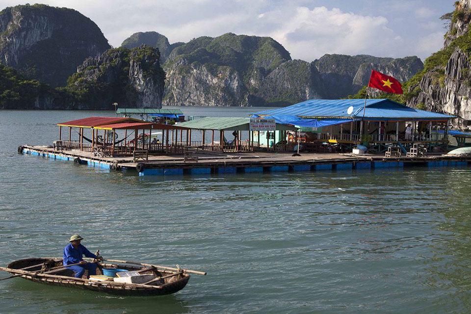 floating-villages-halong-full-day-group-2