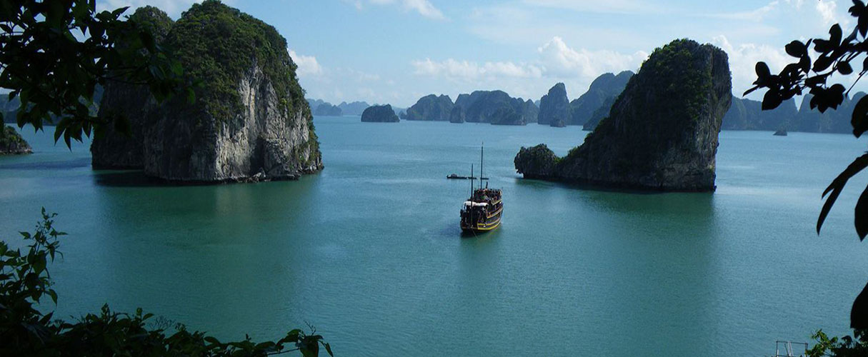 Full day private boat trip from Halong city