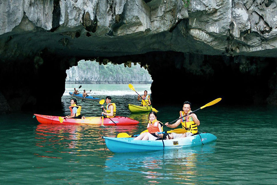 halong-private-boat-trip-from-hanoi-4-hours-3