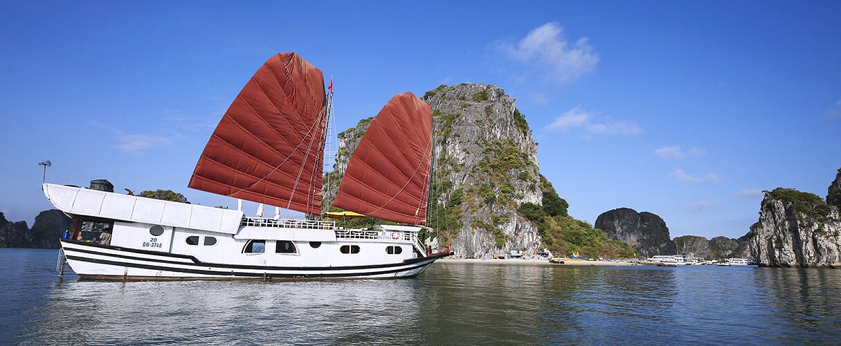 Dragon Bay cruise half day trip from Halong