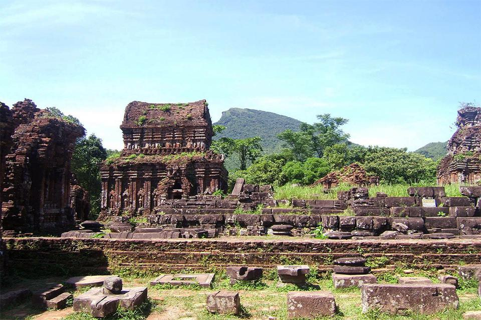 da-nang-hoi-an-my-son-hue-3-days-group-tour-1
